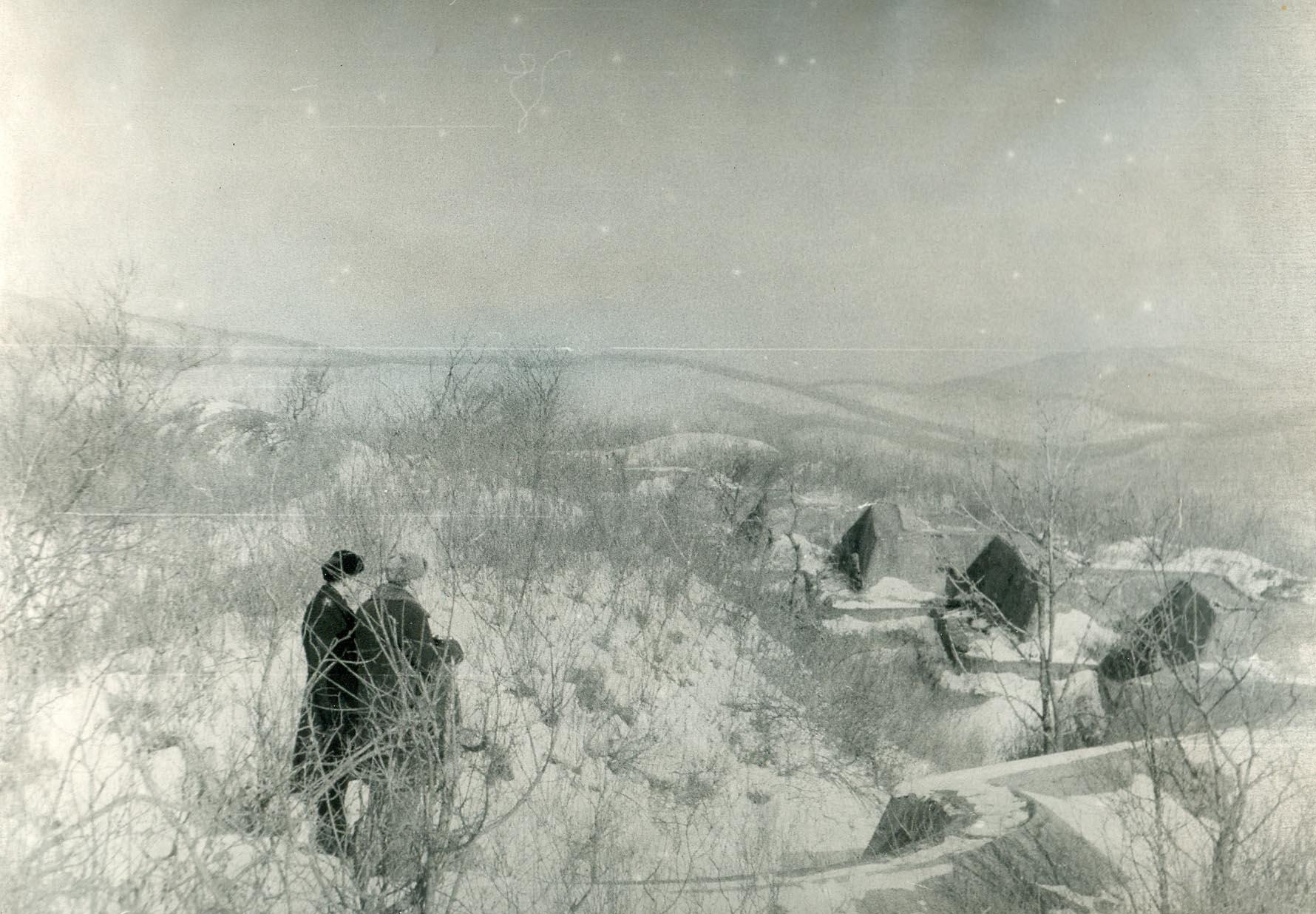 Фотография. Виктор Обертас осматривает Форт № 1